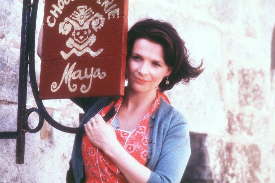 Juliette-Binoche-as-Vianne-in-Miramaxs-Chocolat-2000-3